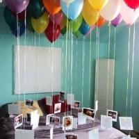 Идея привязать воздушные шары к фотографиям